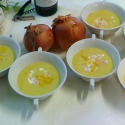 Crema de calabaza con mimosa de gambas